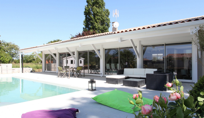 Esthétisme intemporel, volumes importants, conception modulable, intérieur  personnalisable\u2026 tels sont les maîtres,mots qui caractérisent la maison  Girolle,