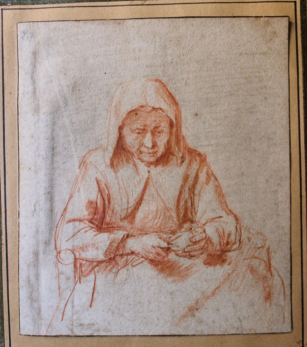 Vieille femme épluchant une pomme. Dessin à la sanguine, 12,5 x 11 cm Annoté « Rembrandt » à la plume au verso.