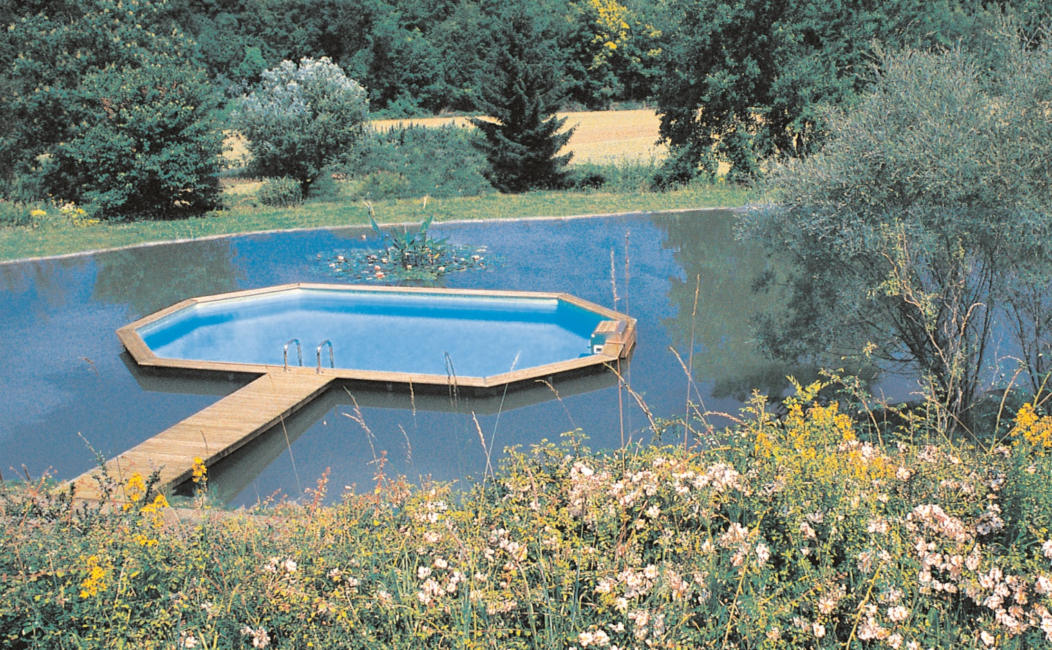 Amenager une piscine hors sol for Piscine hors sol blooma